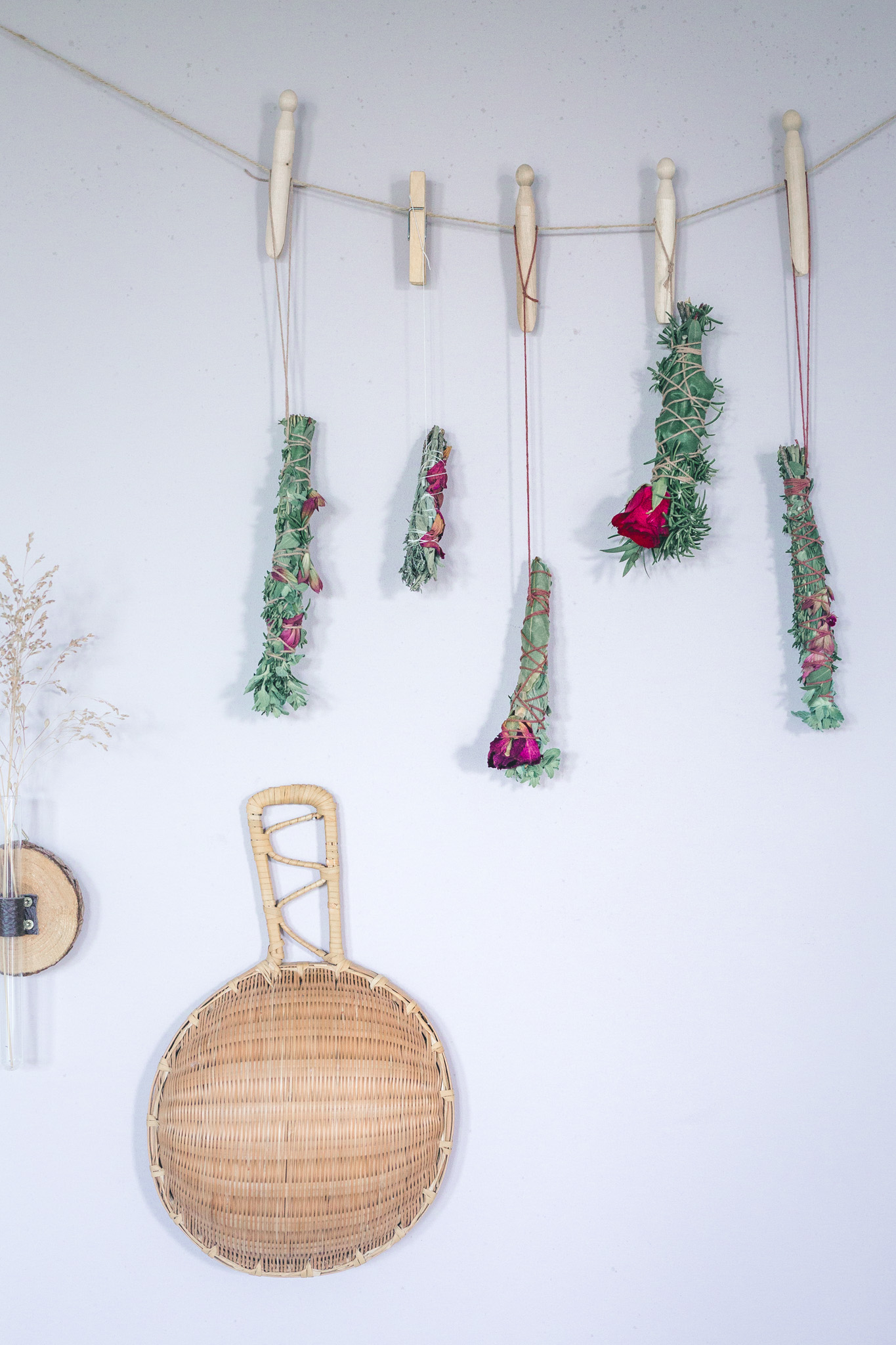 DIY: Smudge Sticks за начинаещи или как да пречистим пространстовото около нас.