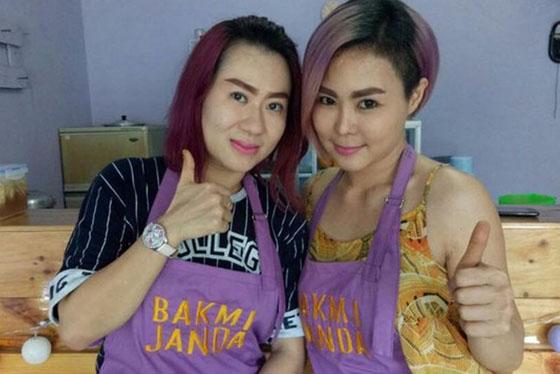 Jamila dan Indah Yuliana, Duo Janda Bos Kedai Bakmi Yang Mendadak Viral