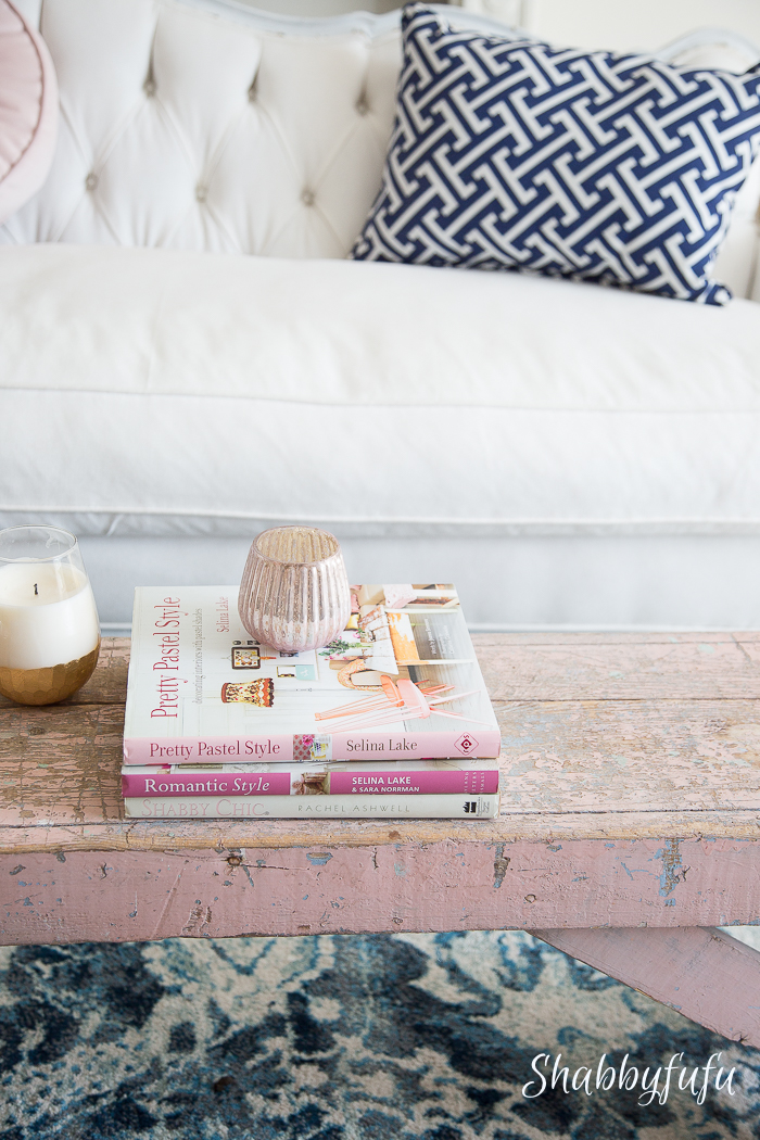 summer-living-room-white-pink-navy
