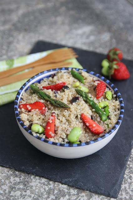 http://cuillereetsaladier.blogspot.com/2018/05/salade-de-quinoa-printaniere-au-tartare.html