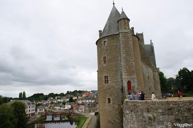 Vista dal castello di Josselin sul fiume