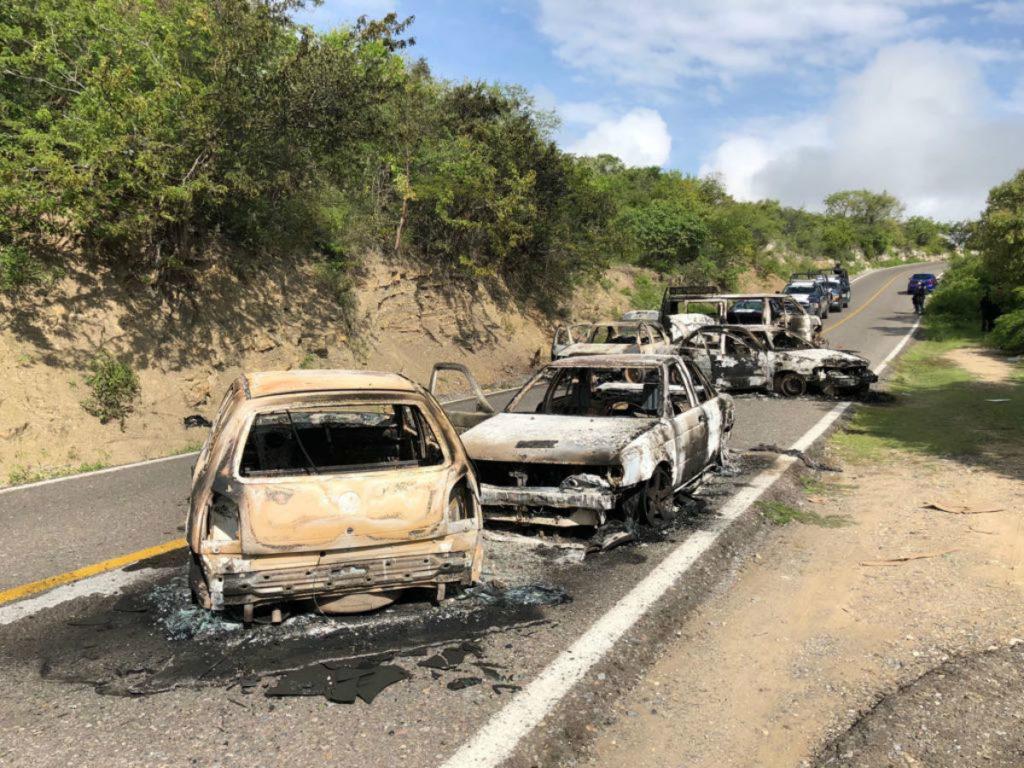 VIDEO: Grupo armado ataca a policías, mata a uno, hiere a dos e incendia vehículos en Xochipala, Guerrero