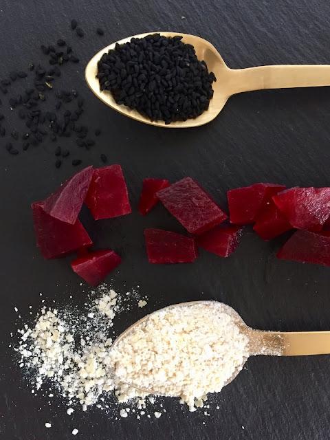 Rote Bete - Knäckebrot mit Meerrettich, Rezept glutenfrei & vegan, Minimalismus: Zubereitung einfach + schnell, Healthy Food Style, Blog, Rezeptinspirationen für jeden Tag, gesund und lecker, Rezeptideen, schnelle Rezepte, entdecken, leicht