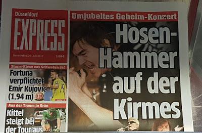 http://www.express.de/duesseldorf/auf-der-rheinkirmes-die-toten-hosen-und-ihre-liebeserklaerung-an-duesseldorf-28003074?originalReferrer=