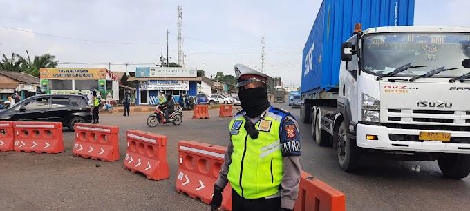 Polres Cilegon Lakukan Penyekatan Pada Pengguna Jalan Yang Hendak Wisata ke Pantai Anyer