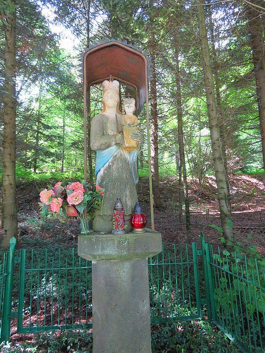Figura Matki Bożej z Dzieciątkiem.
