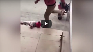 ΑΥΤΗ Η ΜΑΝΑ ΘΕΛΕΙ ΕΚΤΕΛΕΣΤΙΚΟ ΑΠΟΣΜΑΣΜΑ — Κλωτσάει το μωρό της για να σταματήσει το κλάμα ➤➕〝📹ΒΙΝΤΕΟ〞