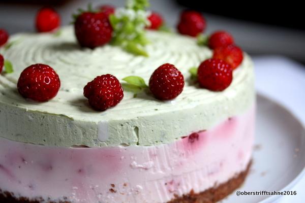 Erdbeer-Sahne Torte mit Basilkum