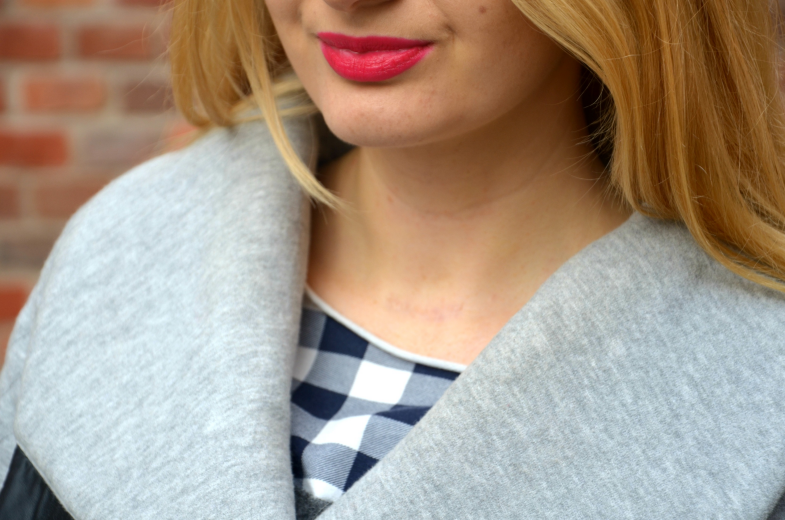 PINK LIPS AND GREY COAT ♥