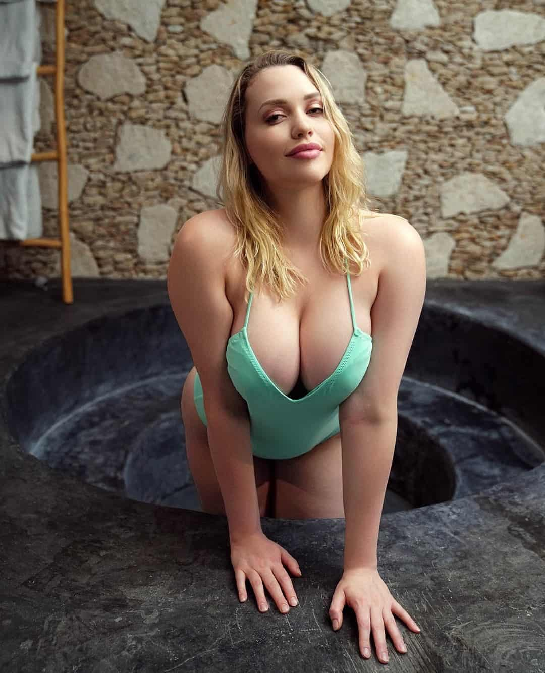 Mia Malkova Hot & Sexy Photos- Sexy Lingerie, Swimsuit Images in HD