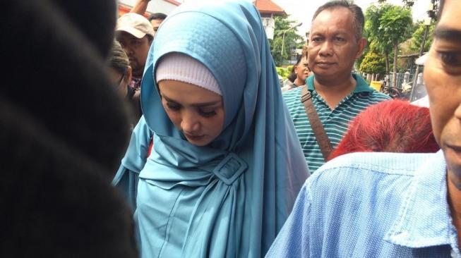 Mulan Jameela Jenguk Ahmad Dhani Di Penjara