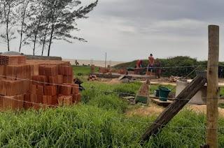 https://vnoticia.com.br/noticia/4215-secretaria-de-meio-ambiente-flagra-ocupacao-irregular-em-area-de-restinga-na-praia-de-guriri