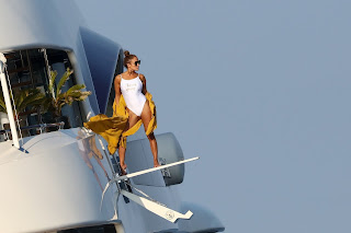 Jennifer-Lopez-poses-for-a-photo-shoot-on-the-deck-of-her-yacht-off-St.-Tropez.-37hlbd6h0k.jpg