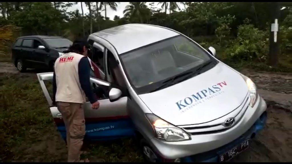 Mobil Kompas TV Terjebak Lumpur, Tindakan FPI Bikin Takjub