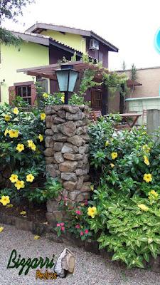 Pedra moledo, para pilar de pedra, para colocação do lampião com execução do paisagismo com tamanho de 10 cm a 20 cm..