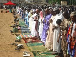 Culture, tradition, tabaski, fête, sacrifice, mouton, aid, kebir, viande, grillade, crudités, musulman, Ibrahim, Abraham, LEUKSENEGAL, Dakar, Sénégal, Afrique