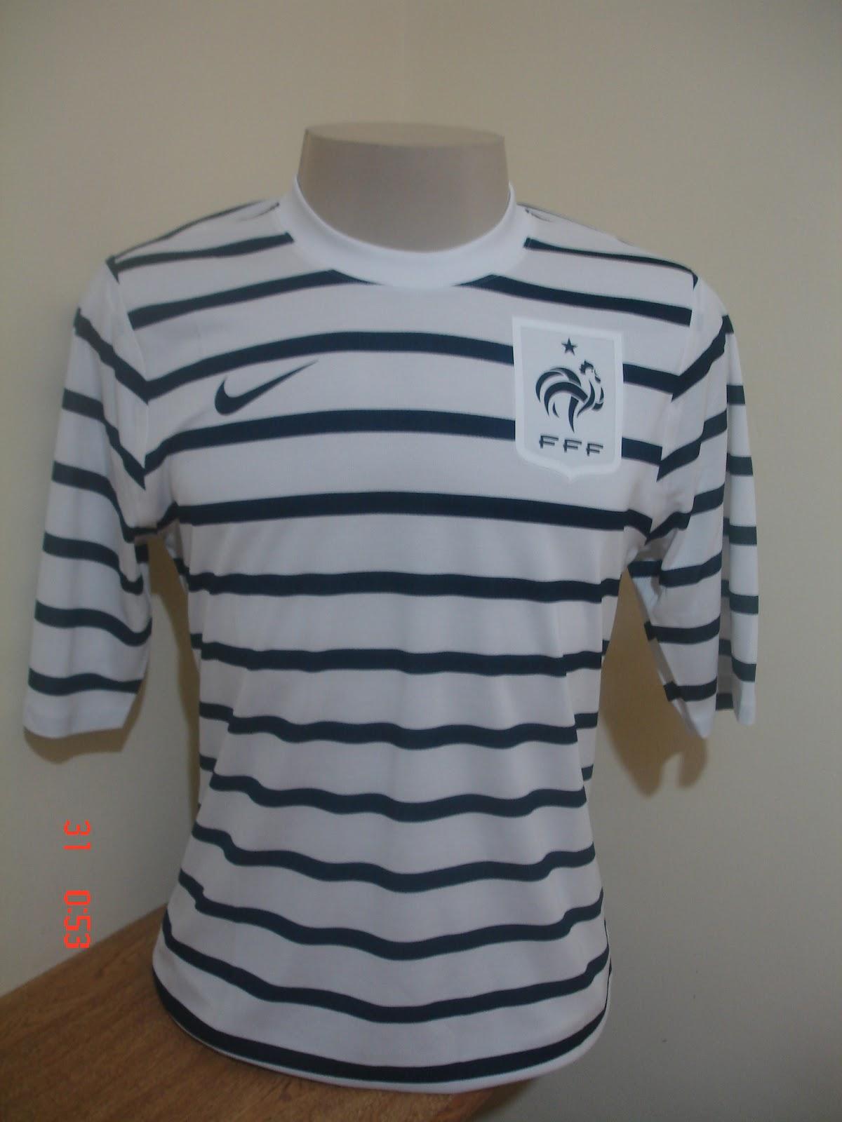 3bb6a5c101 Ontem o Corinthians lançou a sua nova camisa para a temporada 2012. A camisa  é simples e a novidade é marca d´agua com o território do Estado de São  Paulo.
