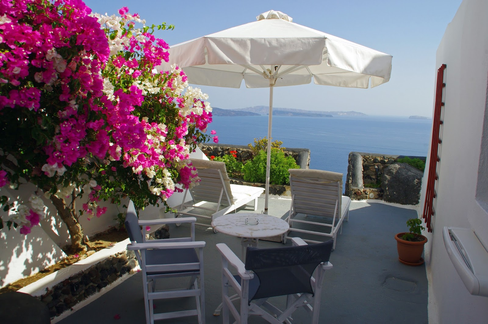 An Unforgettable Stay on Santorini at Romantic Nostos Apartments