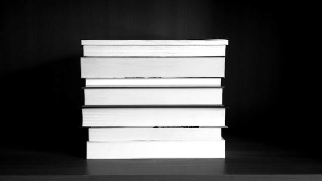 książki, książka, książki na półce, czarno-białe książki