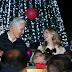 Encienden Alfredo Del Mazo y Fernanda Castillo árbol navideño de la familia DIFEM
