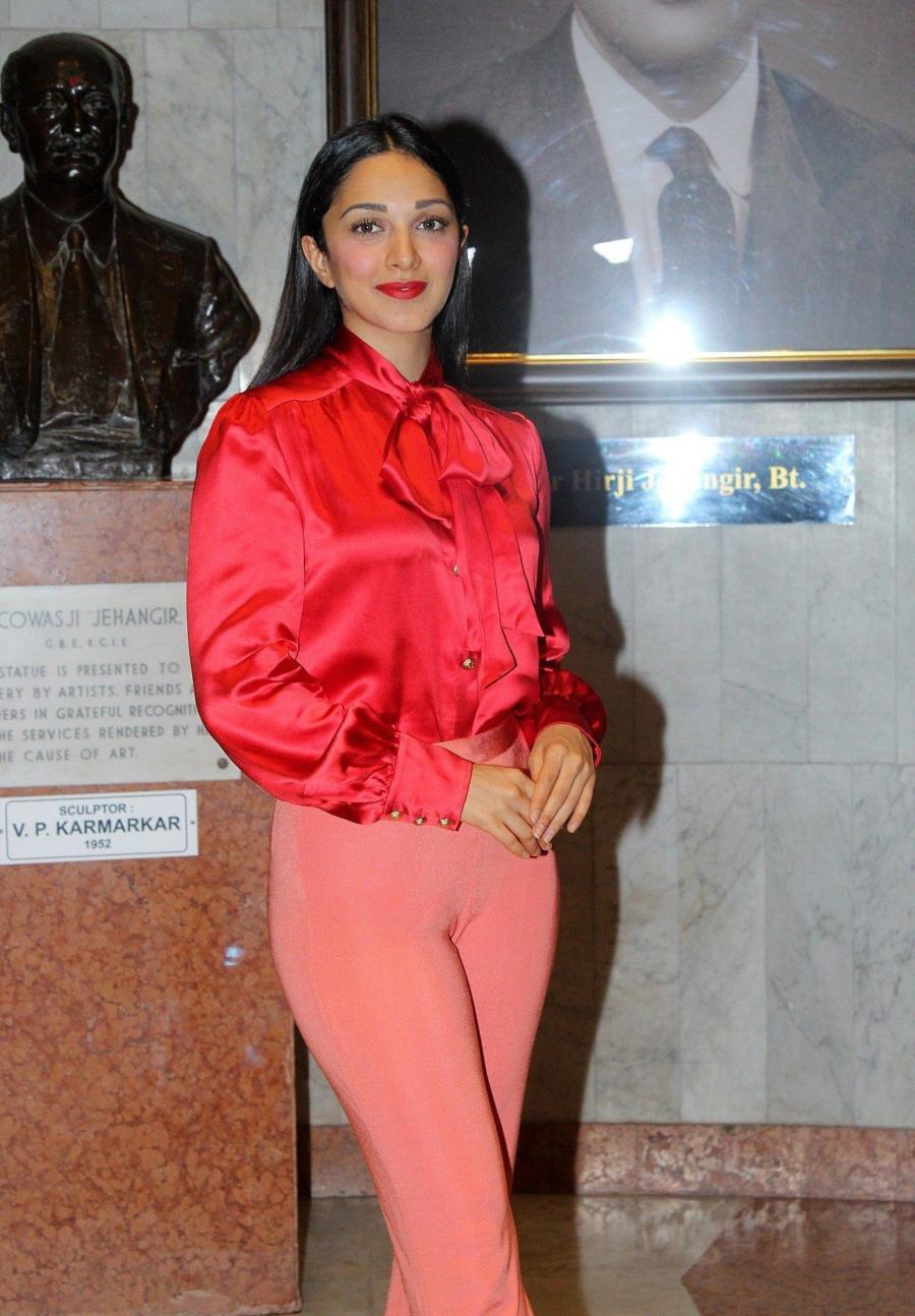 Beautiful Indian Girl Kiara Advani Spotted At Jehangir Art Gallery