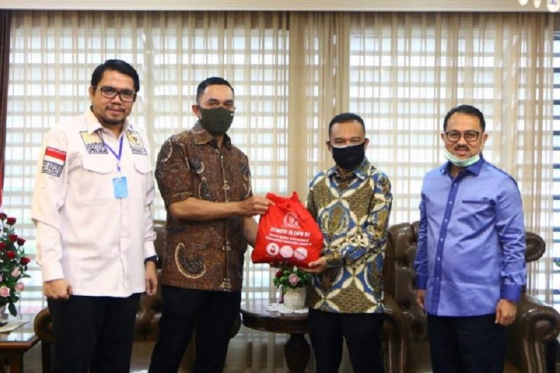 Satgas Lawan Covid-19 DPR Terima 2.600 Bantuan Paket Sembako