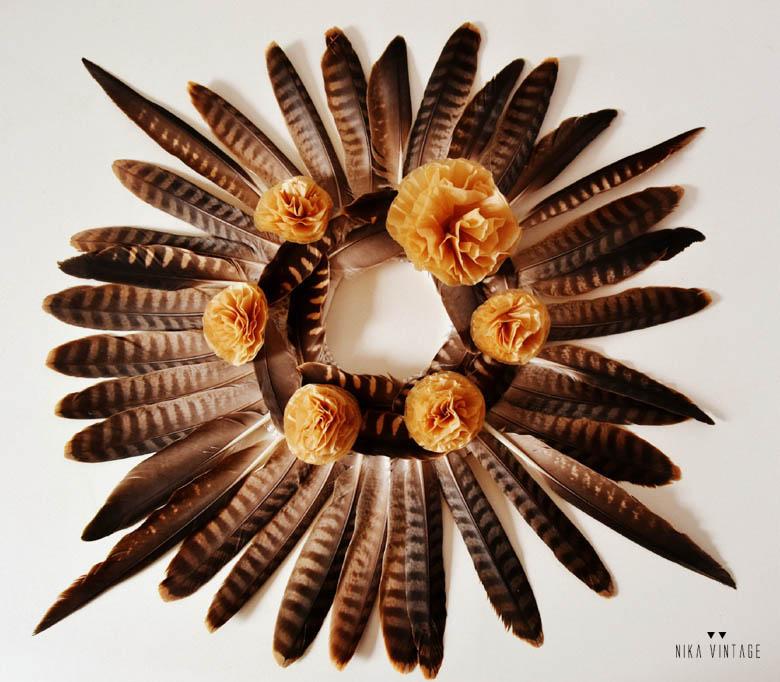 diy navideño-hazlo-tu-mismo-corona-plumas-navidad-tutorial