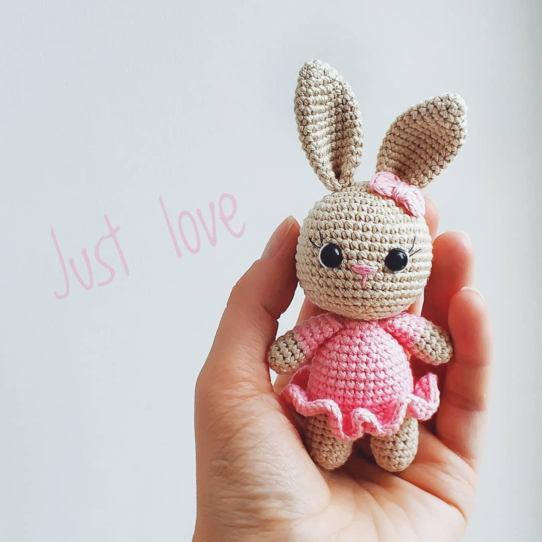 Pretty In Pink Bunny Dress | Crochet bunny pattern, Crochet rabbit ... | 1080x1080