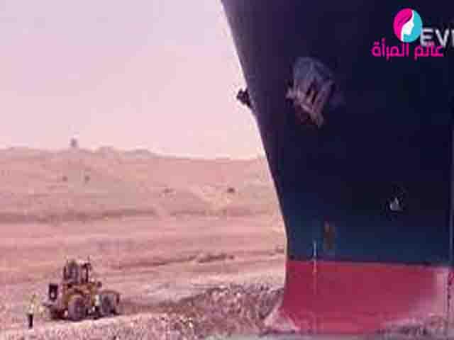 جنوح سفينة عملاقة... ما الذى يحدث في قناة السويس؟