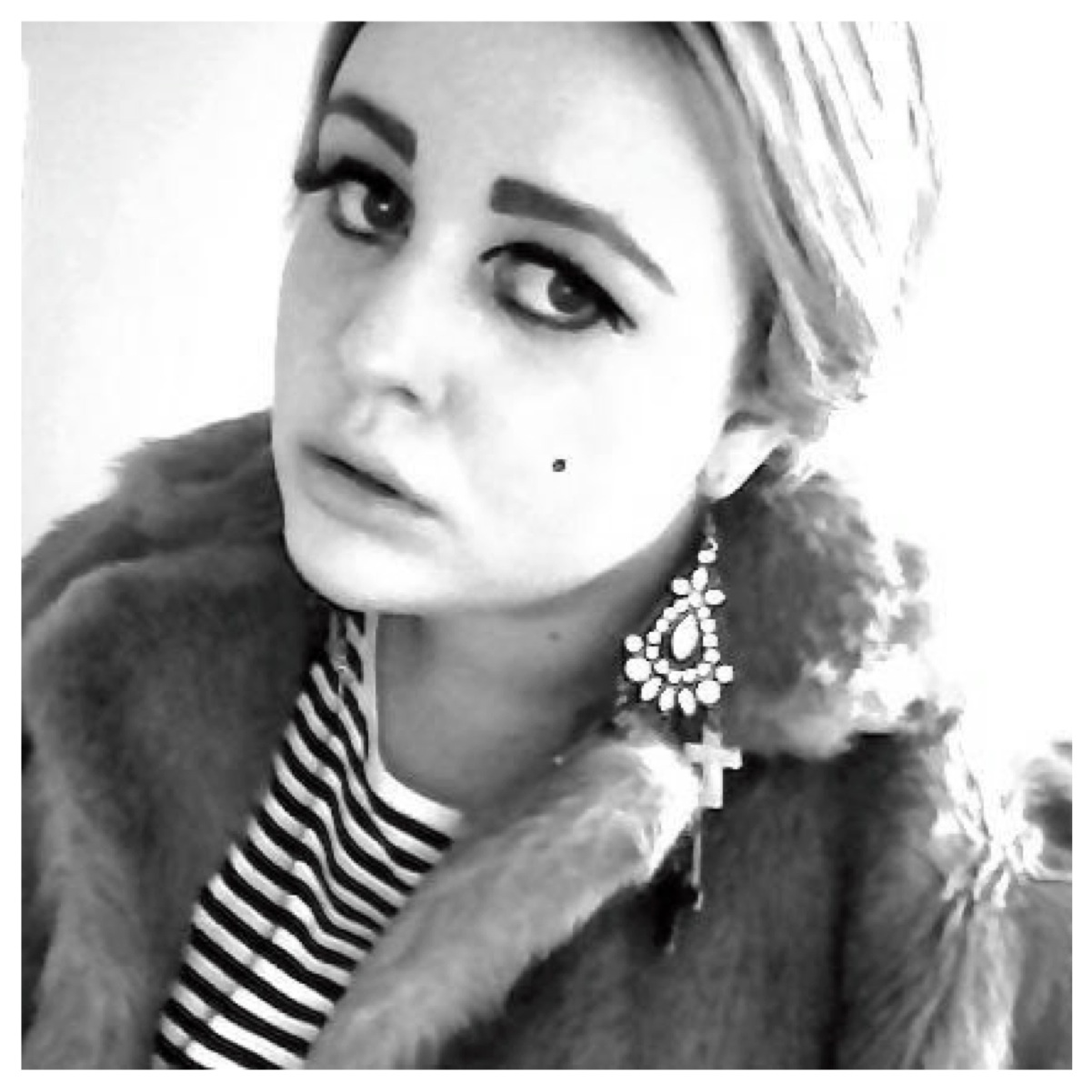 The gallery for --> Edie Sedgwick Earrings