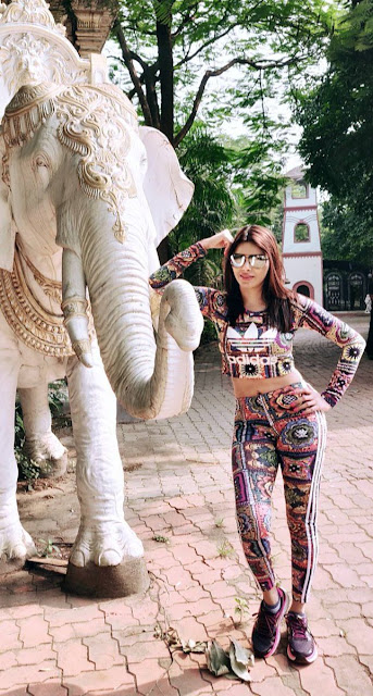 Bollywood Actress Sherlyn Chopra Latest Pics Navel Queens
