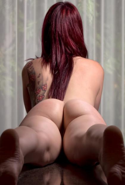 Mulheres tatuadas de bucetas gostosas nuas