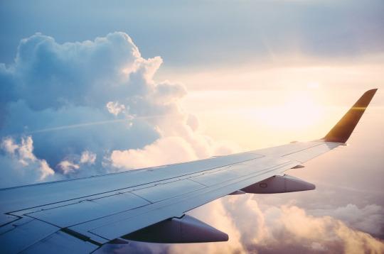 Las aerolíneas de bajo coste, conocidas como 'low cost', transportaron a la Comunitat Valenciana durante el pasado mes de abril un total de 693.172 personas procedentes del extranjero, lo que supone un crecimiento interanual del 11,3%, según datos difundidos por Turespaña