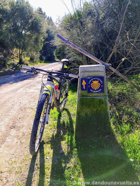 Señalización de la Vía Serrana del Camino de Santiago en la Vía Verde de la Sierra