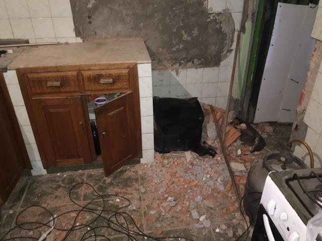 Ladrões trancam família, fazem buraco em casa vizinha e invadem banco
