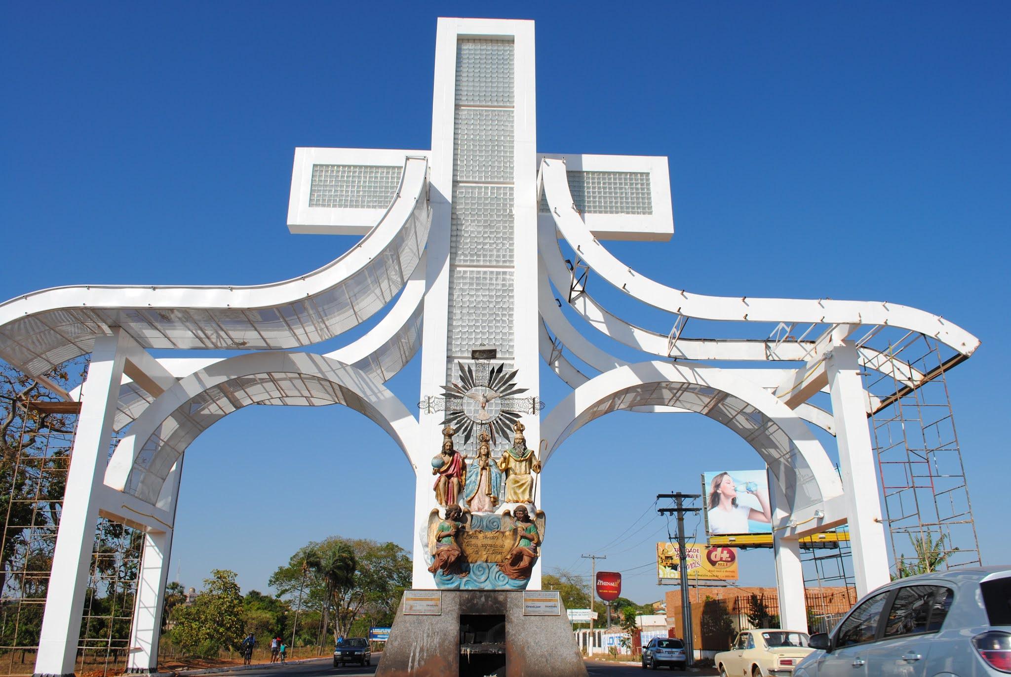 Portal da entrada de Trindade, um dos símbolos do município goiano (Foto: Marilze Venturelli Bernardes)