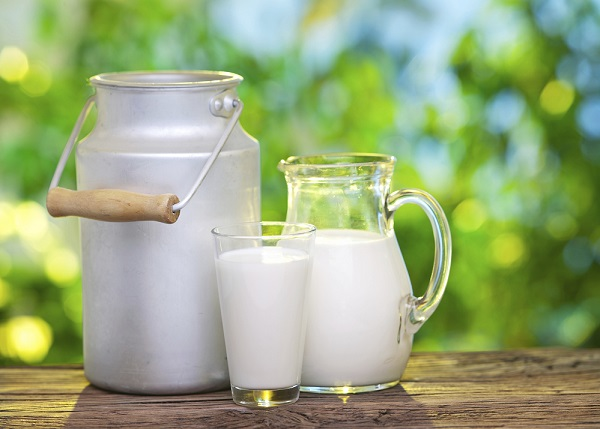 What are the benefits of drinking milk in the morning?