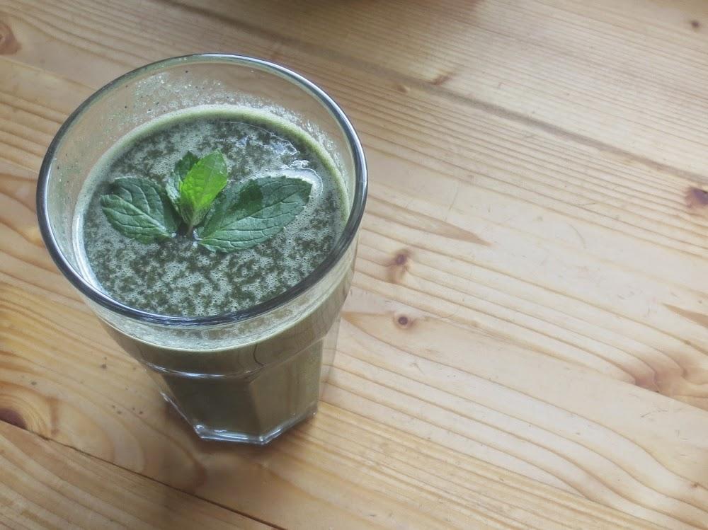 Mangold-Blaubeer-Shake mit Minze