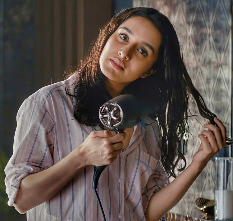 Bollywood News : We are surprised to see Shraddha Kapoor's sensual look.