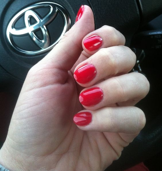 round red nails