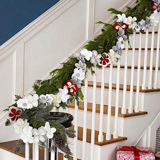 decorar escalera navidad