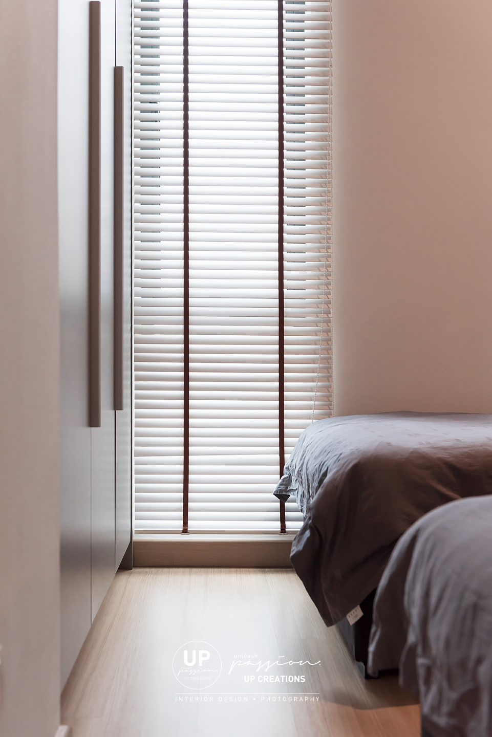 trinity aquata condo with venetian blind in white color and black color string