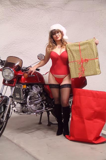 motorcycle Christmas woman corset moottoripyörä joulu Viivi korsetti