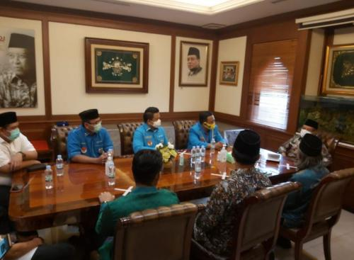 KNPI Silaturahmi ke PBNU Usai Polisikan Abu Janda, Said Aqil Bicara soal 2 Raksasa