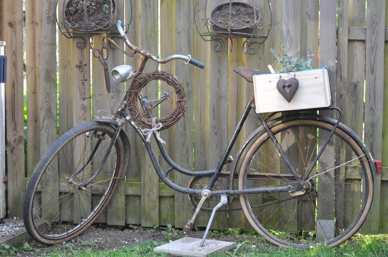 lila laune tr ume das alte fahrrad. Black Bedroom Furniture Sets. Home Design Ideas