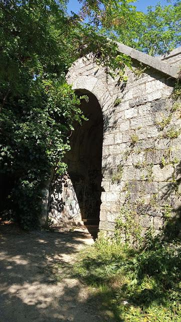 porta isolabella lungo le mura della spezia