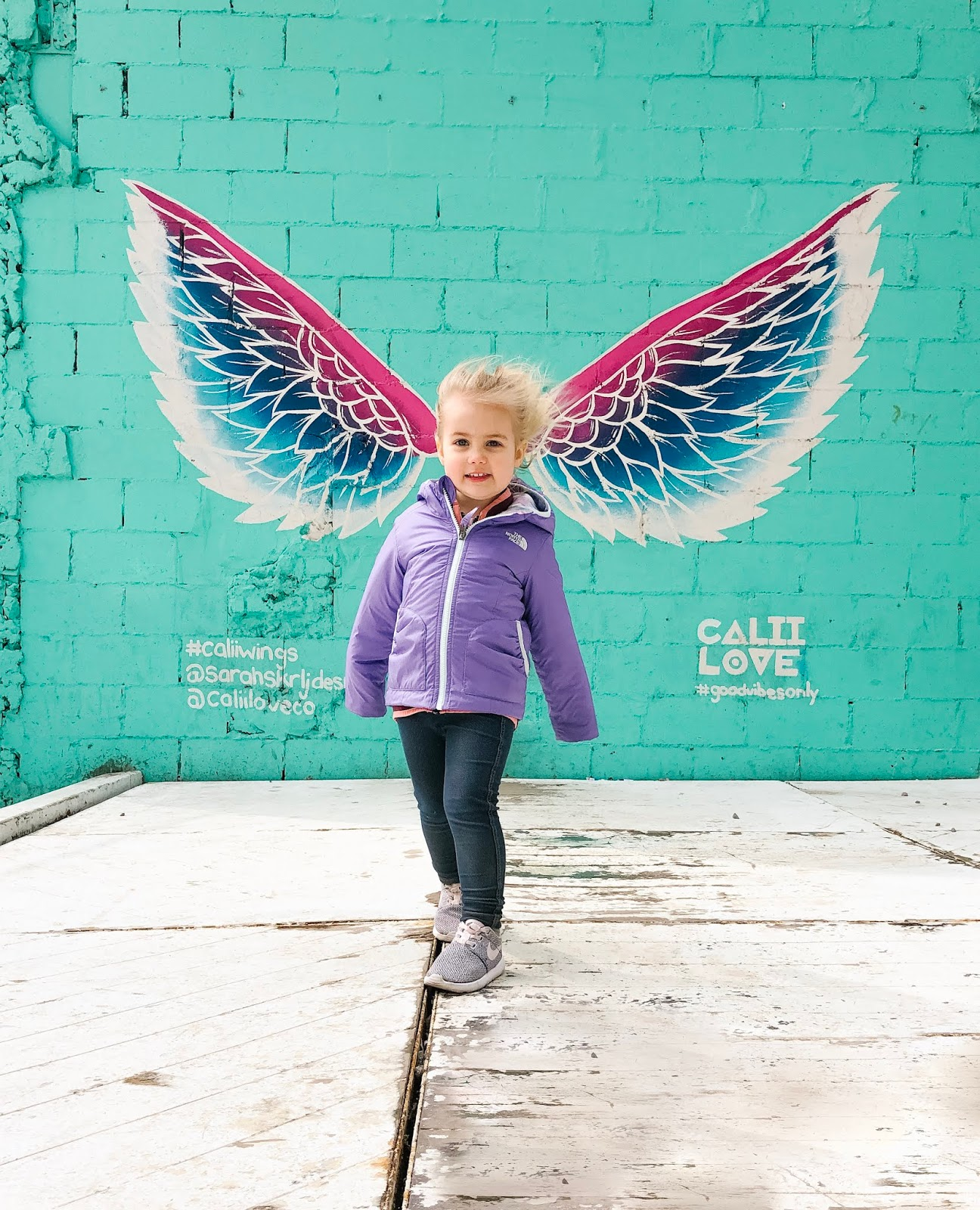Calii Love angel wings mural
