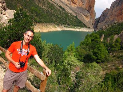 Rio Noguera Pallaresa con el Congost del Mont-Rebei