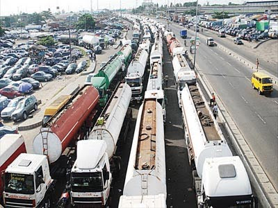 LEAVE NOW! FG Issues 7-Day Ultimatum To Truck Drivers, Others To Vacate Apapa Roads