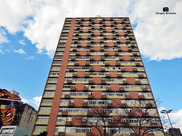 Vista ampla da fachada do Edifício Regente Feijó - Liberdade - São Paulo